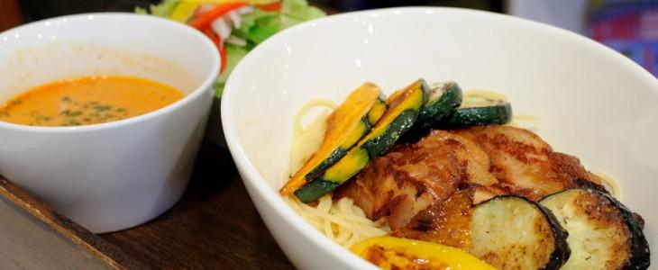 ロハスカフェのランチ『イタリアン付け麺』。