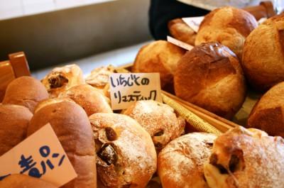 上新庄マルシェにはパンも並びます。