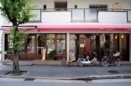 パンチキチキの店構え。左がパンスペース。右がレストランスペース。