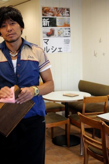 ロハスカフェの木村店長。上新庄マルシェの発起人の1人です。