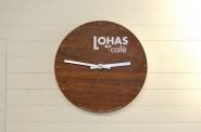 オリジナルのロゴが入った時計。