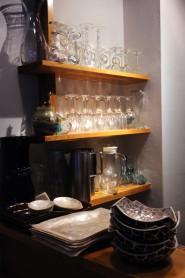 1階に置かれたワイングラスなど。