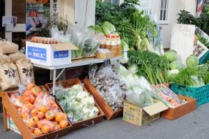 ロハスカフェさんのMy農家発、奈良県産野菜の陳列風景。
