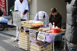 上新庄の和菓子屋、菓匠あさださんの販売風景。