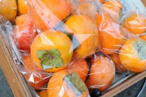 ロハスカフェさんのMy農家発、奈良県産の柿。