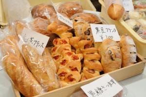 ハード系のパンももちろんご用意。
