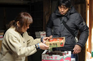 木村店長と長晴さんの奥様がお話中。