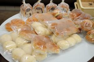 白パンやバターロール。