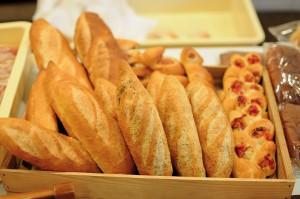 ハード系のパンの数々。