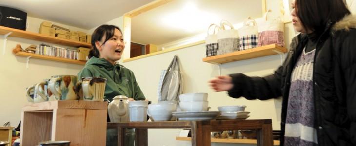 カモシカ雑貨店の店長である玲奈さん。