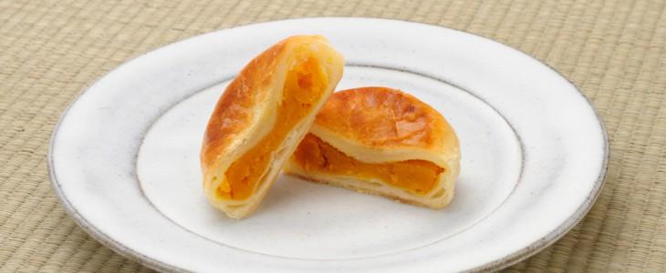 カモシカ雑貨店さんのお皿とかぼちゃパイ。